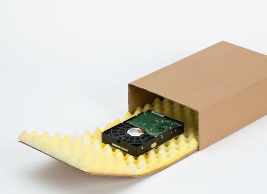 Individueller Noppenschaum-Karton als passgenaue Verpackung für Produkt