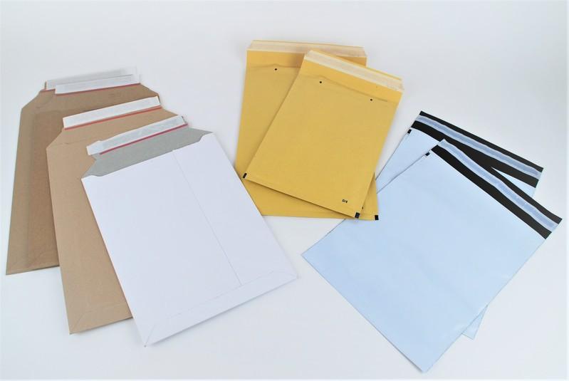Versandtaschen aus Pappe, Papier und Folie für Postversand