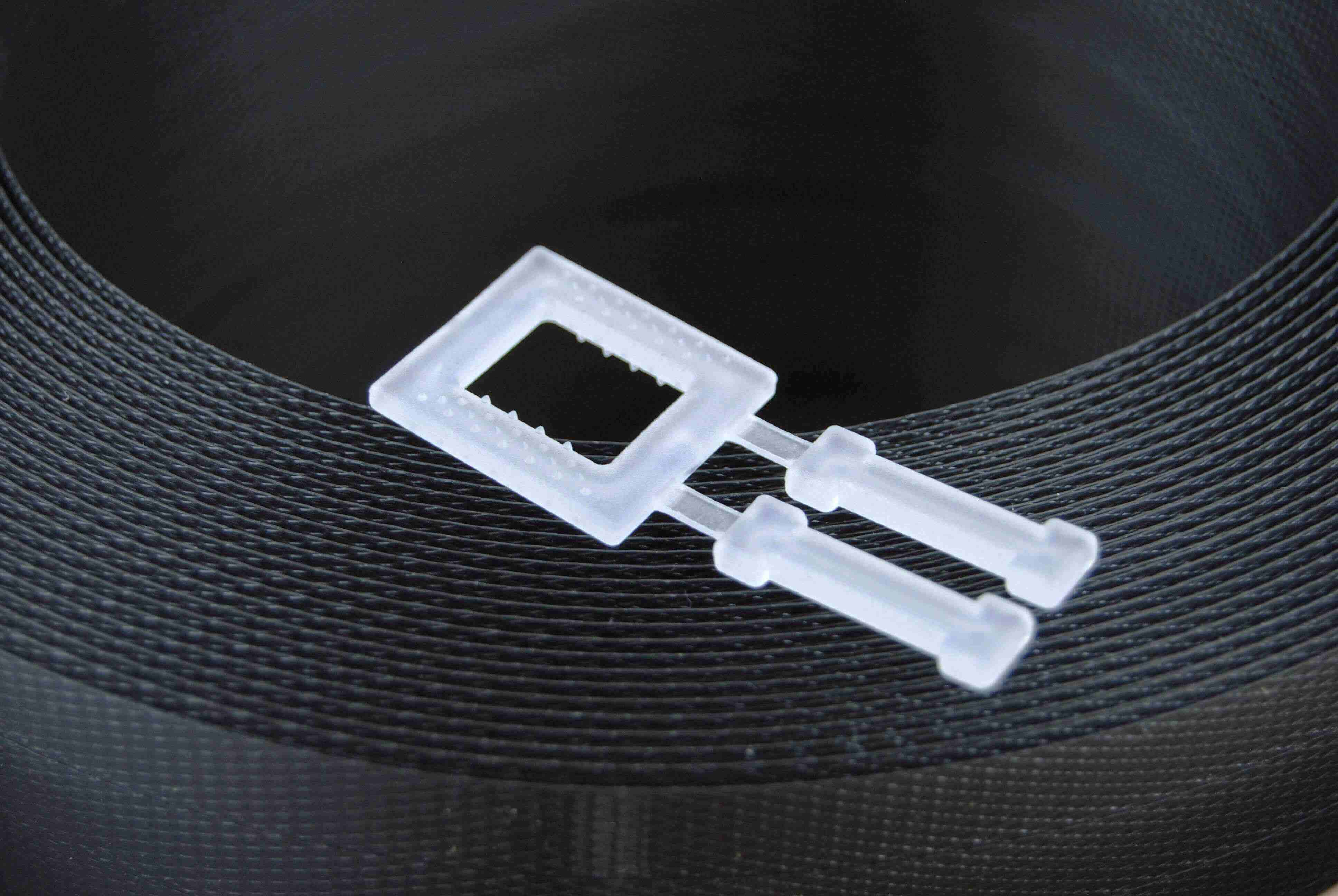 Kunststoffschnalle als Verschluss für Umreifungsbänder