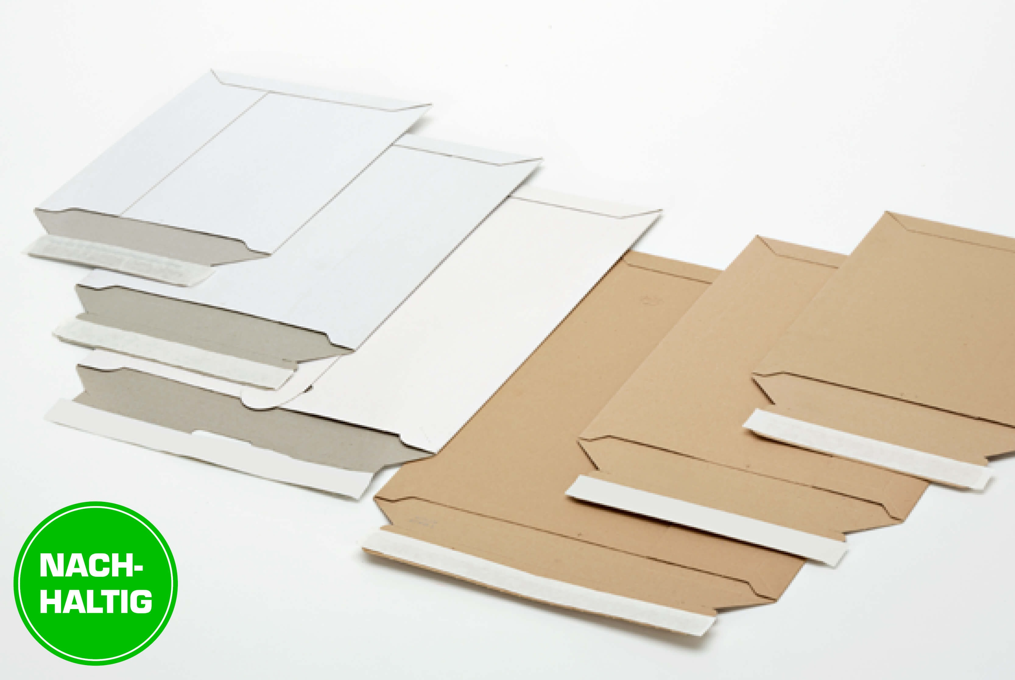 Nachhaltige Versandtaschen aus Vollpappe mit Selbstklebeverschluss